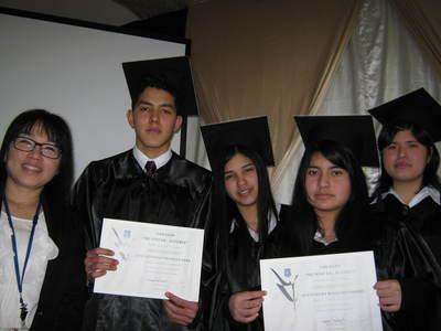 ペルー卒業生と校長先生.JPGのサムネール画像